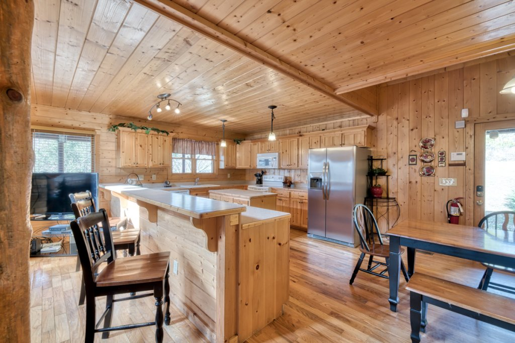 Photo of a Pigeon Forge Cabin named Country Living - This is the fourth photo in the set.