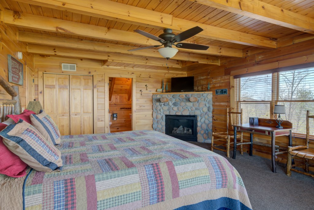 Photo of a Sevierville Cabin named Highland Lodge 61 - This is the sixteenth photo in the set.