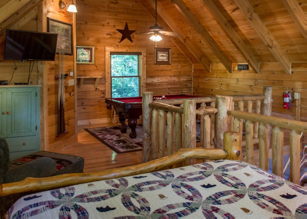 Photo of a Sevierville Cabin named Bearfoot Inn #35 - This is the sixteenth photo in the set.
