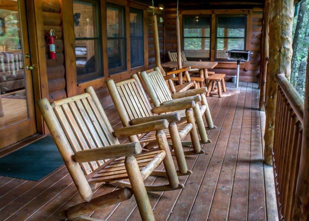 Photo of a Sevierville Cabin named Hoot 'n Hollar #31 - This is the nineteenth photo in the set.