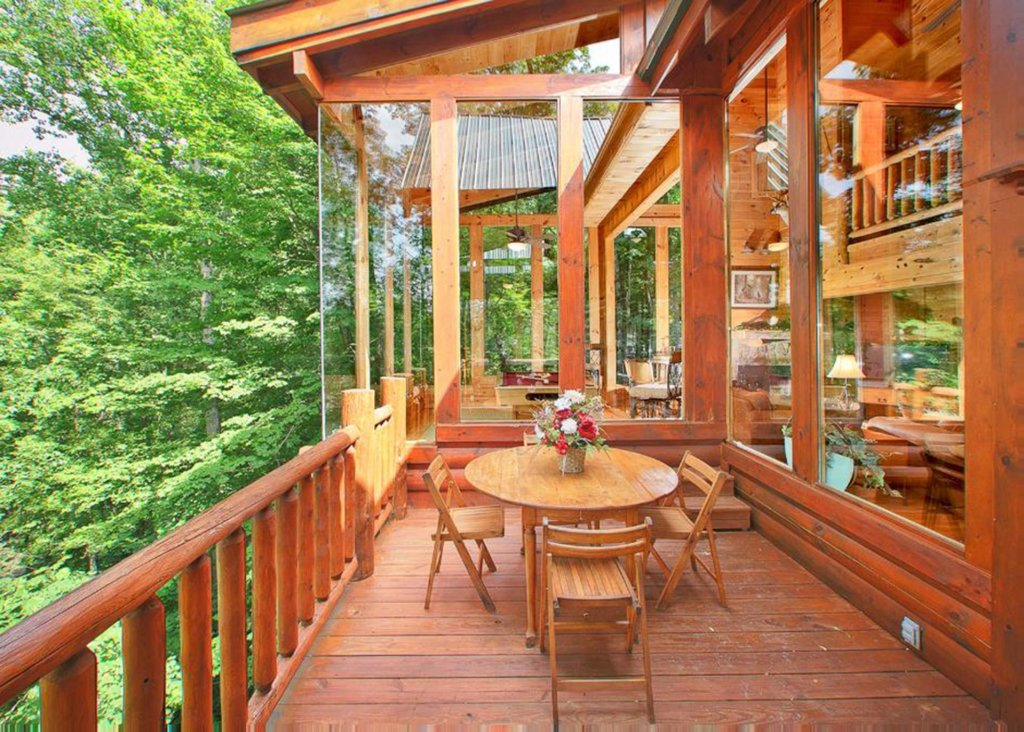 Photo of a Sevierville Cabin named Bear Extraordinaire 28 - This is the first photo in the set.