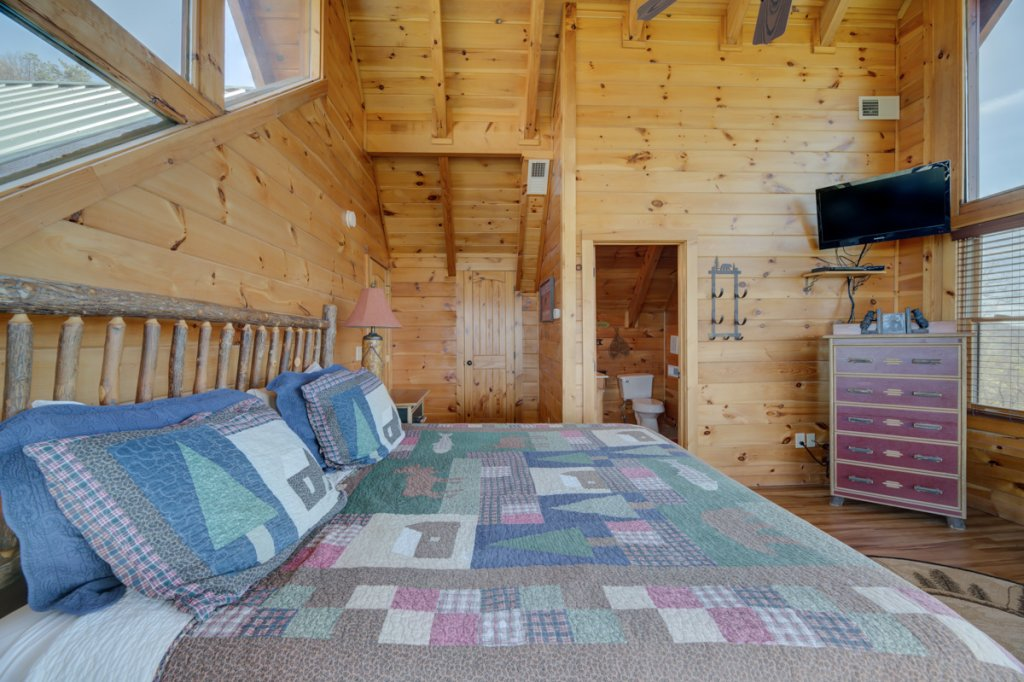 Photo of a Sevierville Cabin named Highland Lodge 61 - This is the twenty-fourth photo in the set.