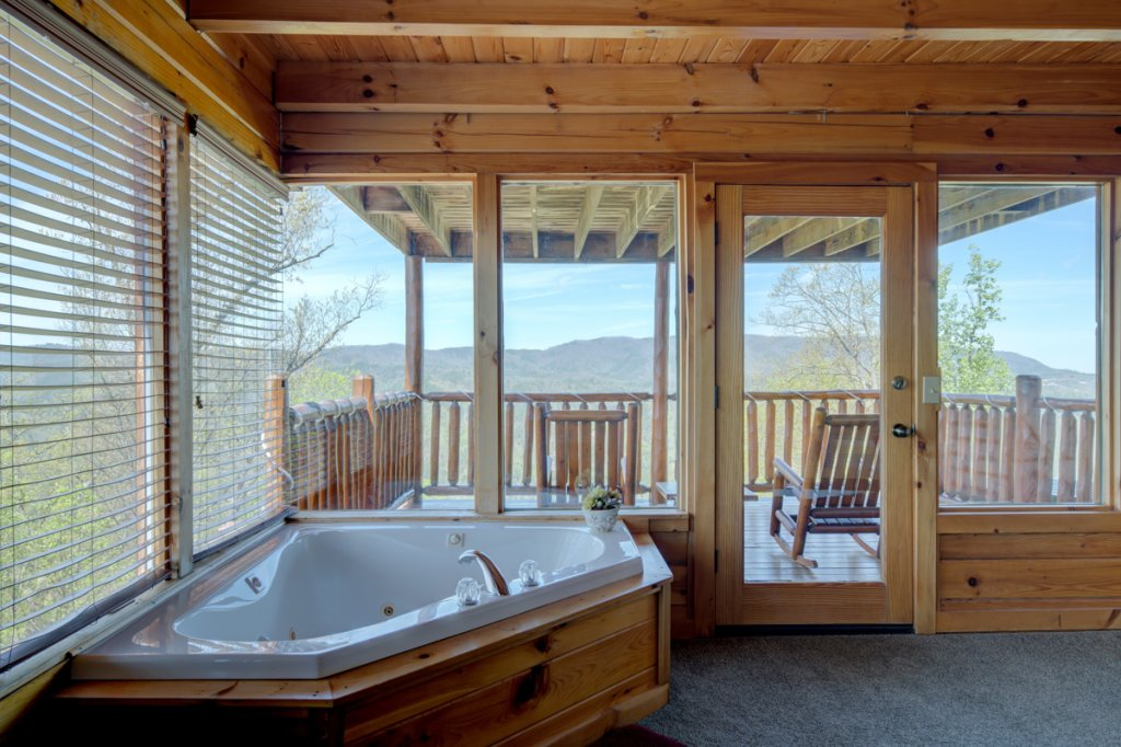 Photo of a Sevierville Cabin named Highland Lodge 61 - This is the nineteenth photo in the set.