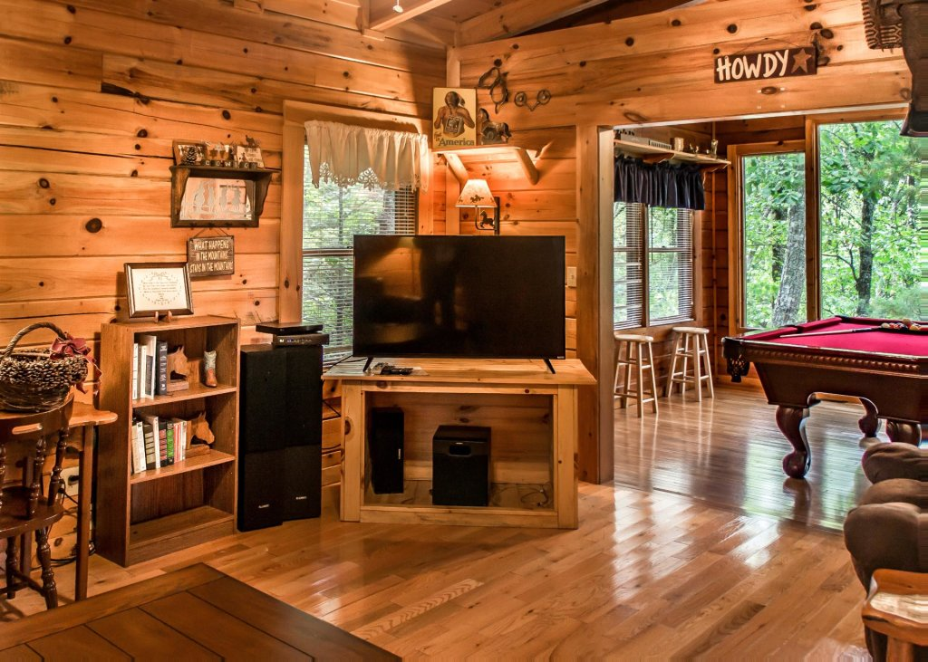 Photo of a Sevierville Cabin named Hoot 'n Hollar #31 - This is the fourth photo in the set.