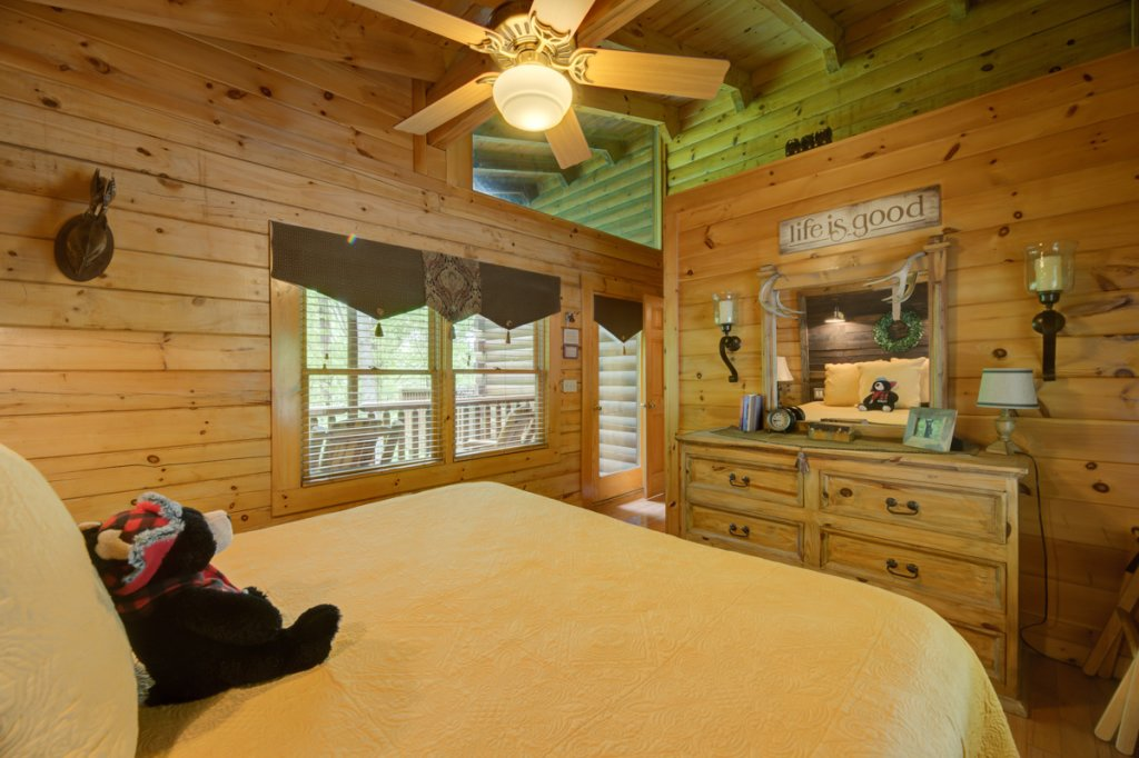 Photo of a Sevierville Cabin named Higher Ground #21 - This is the tenth photo in the set.