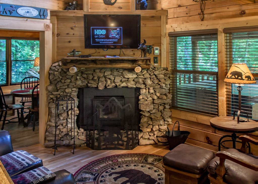 Photo of a Sevierville Cabin named Bearfoot Inn #35 - This is the first photo in the set.