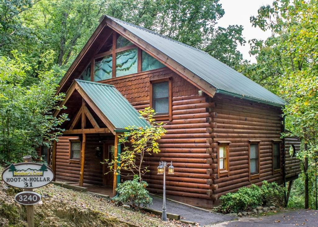 Photo of a Sevierville Cabin named Hoot 'n Hollar #31 - This is the sixteenth photo in the set.