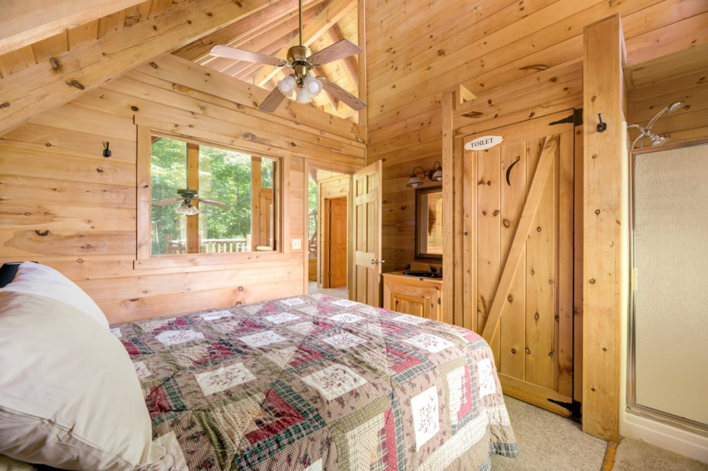Photo of a Sevierville Cabin named In The Pines #13 - This is the twelfth photo in the set.
