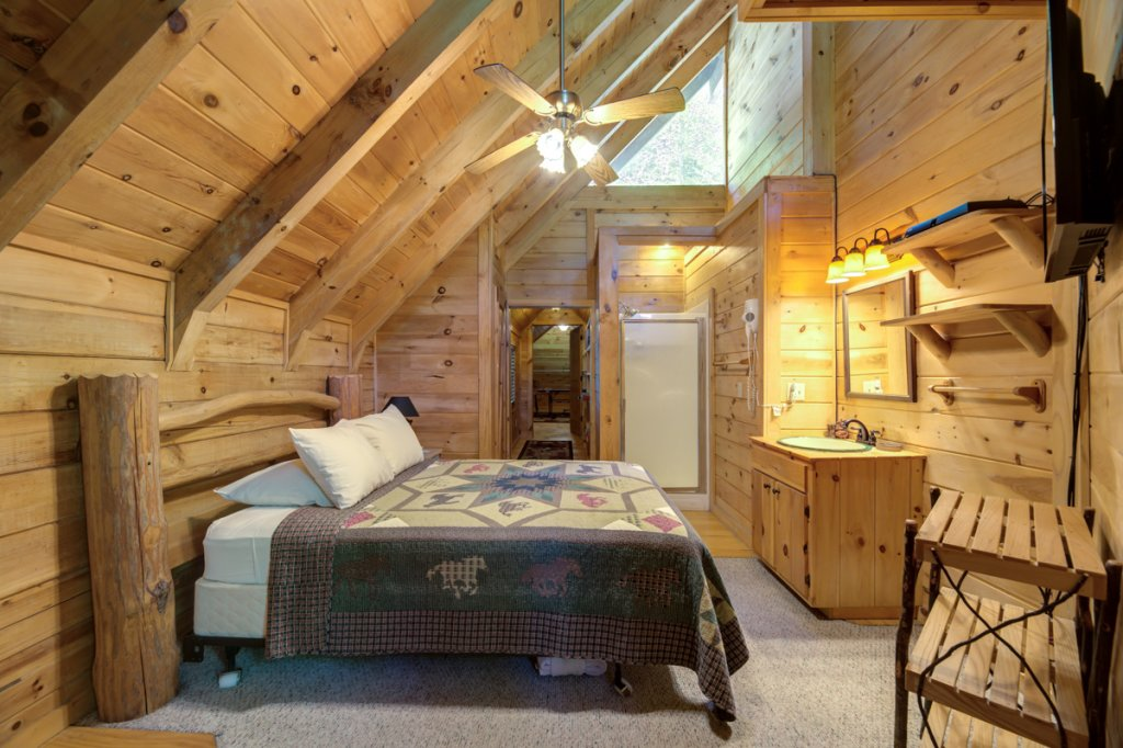 Photo of a Sevierville Cabin named In The Pines #13 - This is the eighth photo in the set.