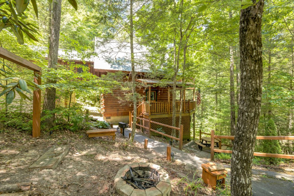 Photo of a Sevierville Cabin named In The Pines #13 - This is the first photo in the set.
