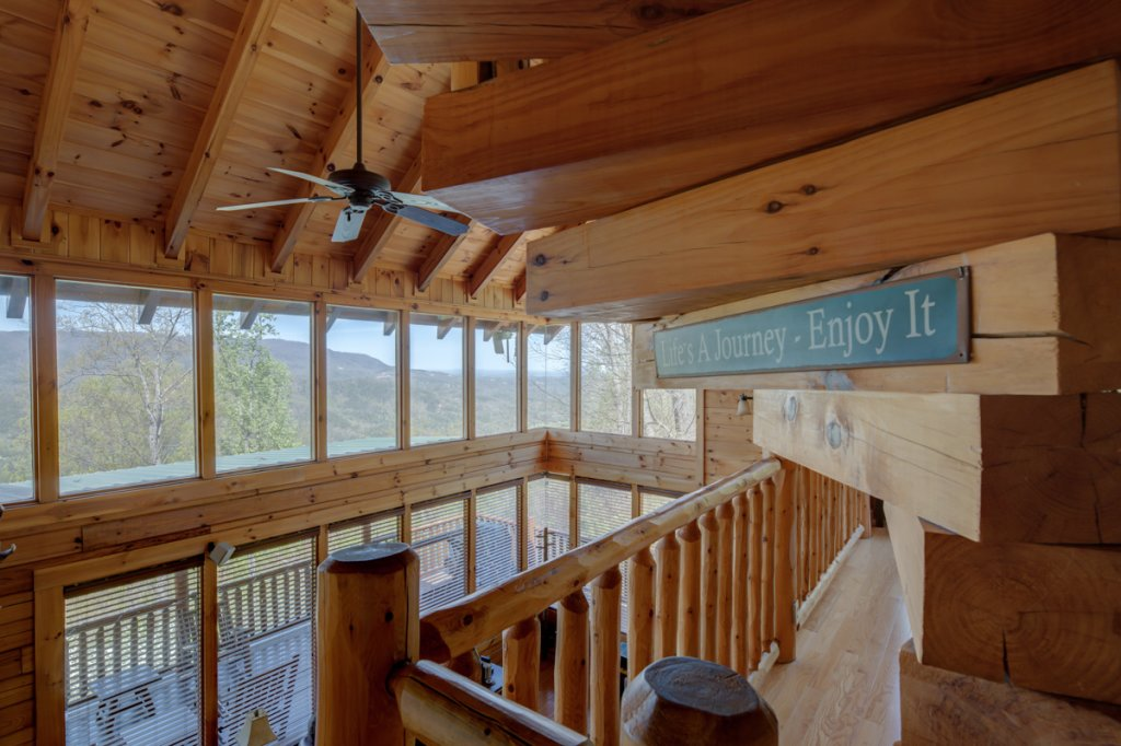 Photo of a Sevierville Cabin named Highland Lodge 61 - This is the twenty-ninth photo in the set.