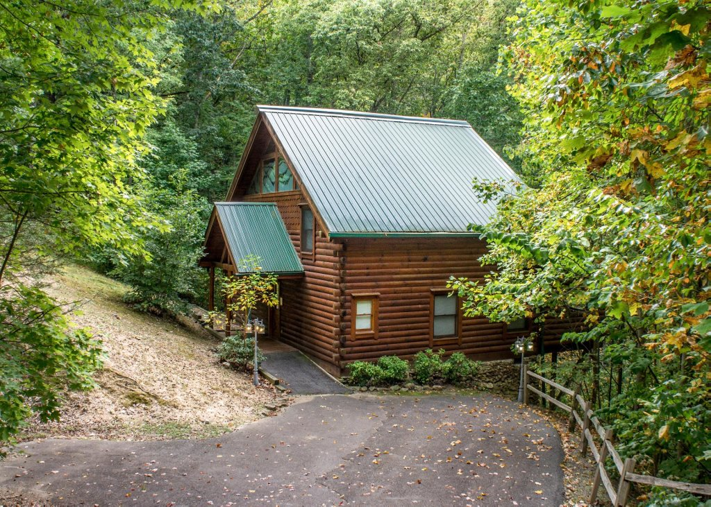 Photo of a Sevierville Cabin named Hoot 'n Hollar #31 - This is the seventeenth photo in the set.