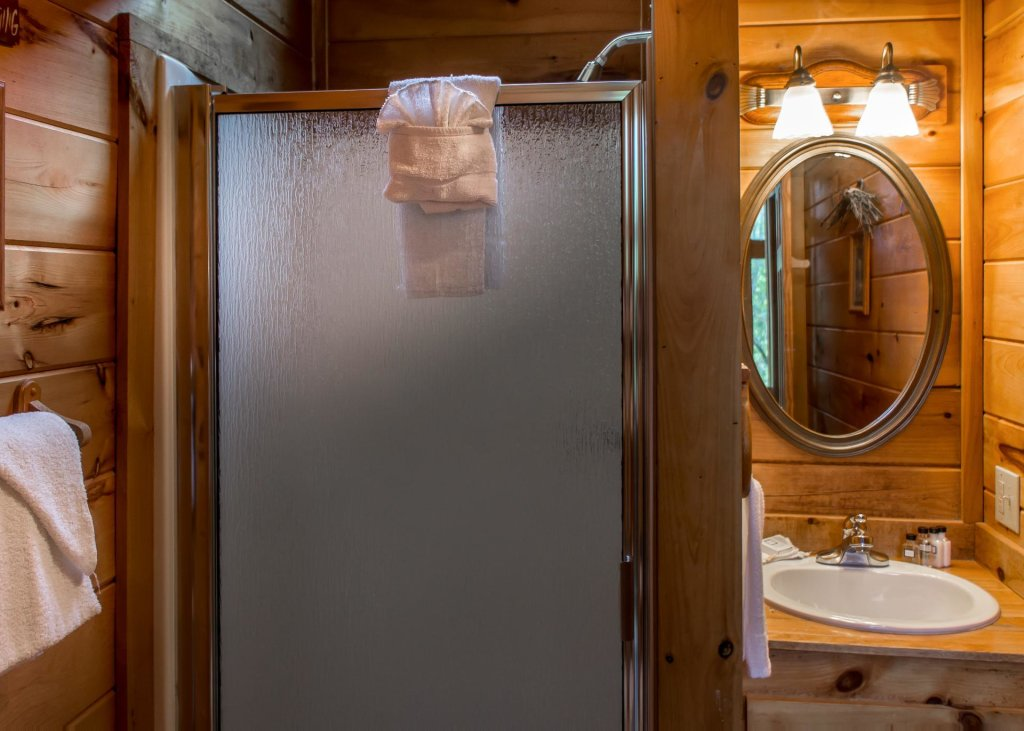 Photo of a Sevierville Cabin named Hoot 'n Hollar #31 - This is the tenth photo in the set.