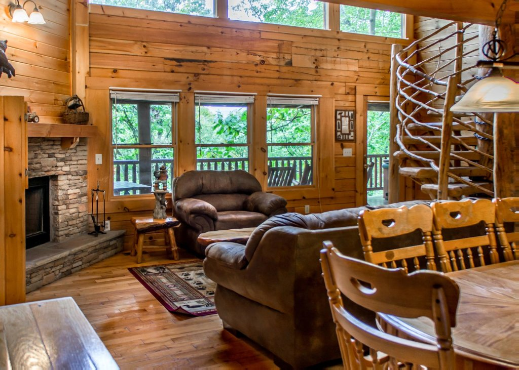 Photo of a Sevierville Cabin named Hoot 'n Hollar #31 - This is the third photo in the set.