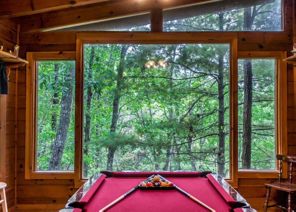 Photo of a Sevierville Cabin named Hoot 'n Hollar #31 - This is the first photo in the set.