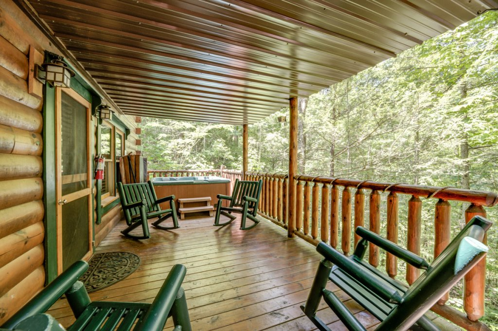 Photo of a Sevierville Cabin named In The Pines #13 - This is the eighteenth photo in the set.