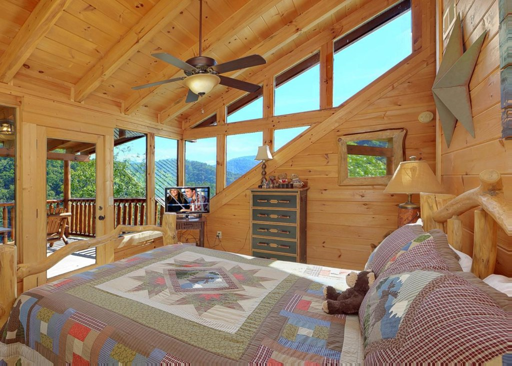 Photo of a Sevierville Cabin named Brown Bear Lodge #49 - This is the twelfth photo in the set.