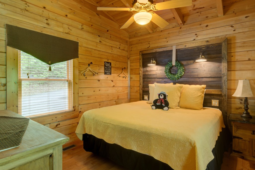 Photo of a Sevierville Cabin named Higher Ground #21 - This is the ninth photo in the set.