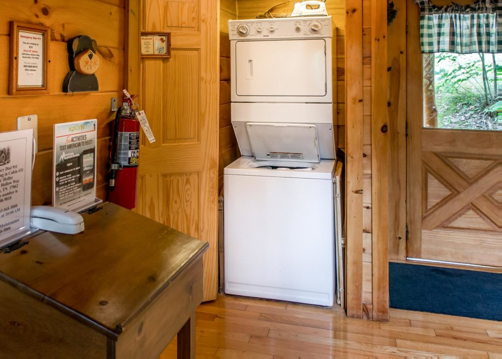 Photo of a Sevierville Cabin named Hoot 'n Hollar #31 - This is the fifth photo in the set.
