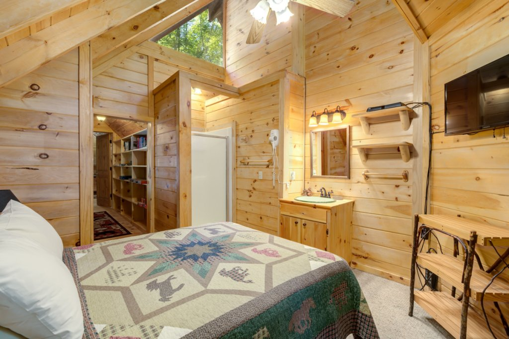 Photo of a Sevierville Cabin named In The Pines #13 - This is the ninth photo in the set.