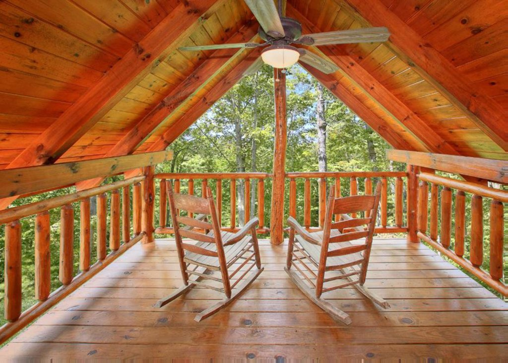 Photo of a Sevierville Cabin named Bear Extraordinaire 28 - This is the eighth photo in the set.