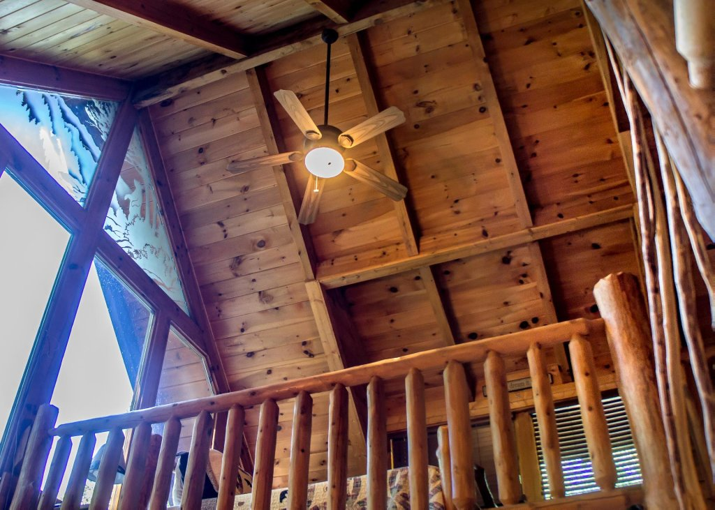 Photo of a Sevierville Cabin named Bearfoot Inn #35 - This is the thirteenth photo in the set.