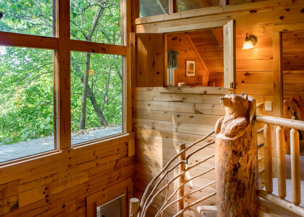 Photo of a Sevierville Cabin named Hoot 'n Hollar #31 - This is the eighth photo in the set.