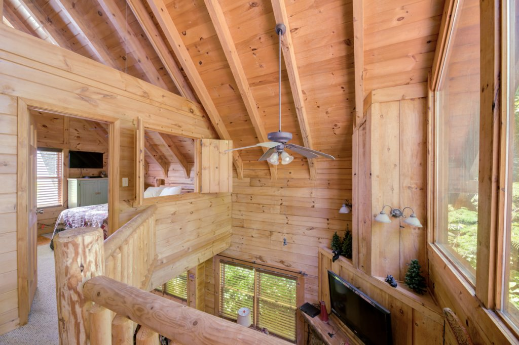 Photo of a Sevierville Cabin named In The Pines #13 - This is the thirteenth photo in the set.