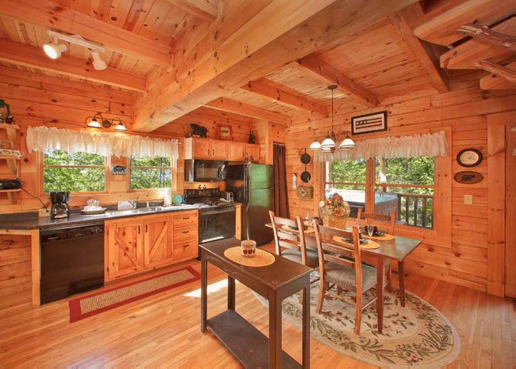 Photo of a Sevierville Cabin named Bear Extraordinaire 28 - This is the fourth photo in the set.