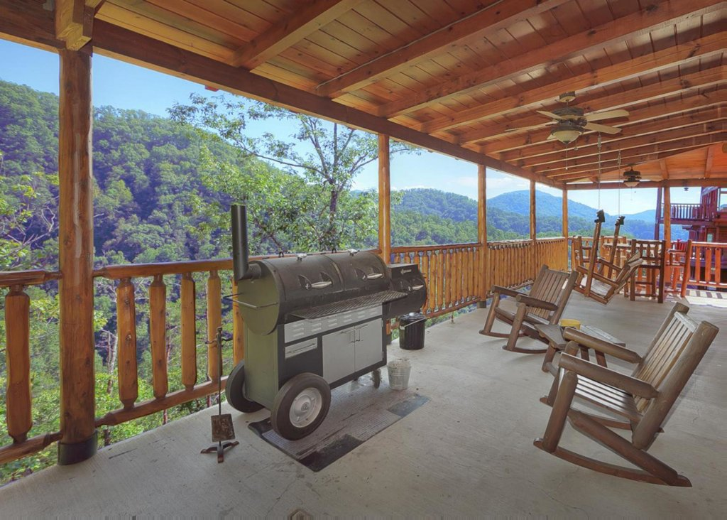 Photo of a Sevierville Cabin named Brown Bear Lodge #49 - This is the eighteenth photo in the set.