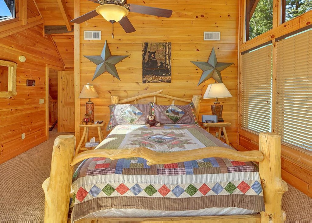 Photo of a Sevierville Cabin named Brown Bear Lodge #49 - This is the thirteenth photo in the set.