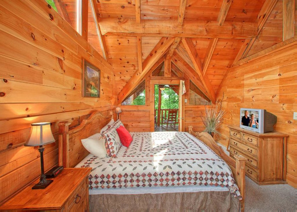 Photo of a Sevierville Cabin named Bear Extraordinaire 28 - This is the ninth photo in the set.