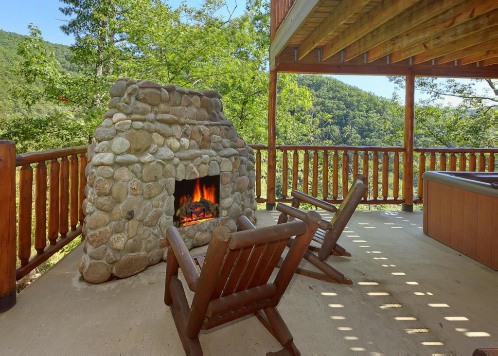 Photo of a Sevierville Cabin named Brown Bear Lodge #49 - This is the fifth photo in the set.