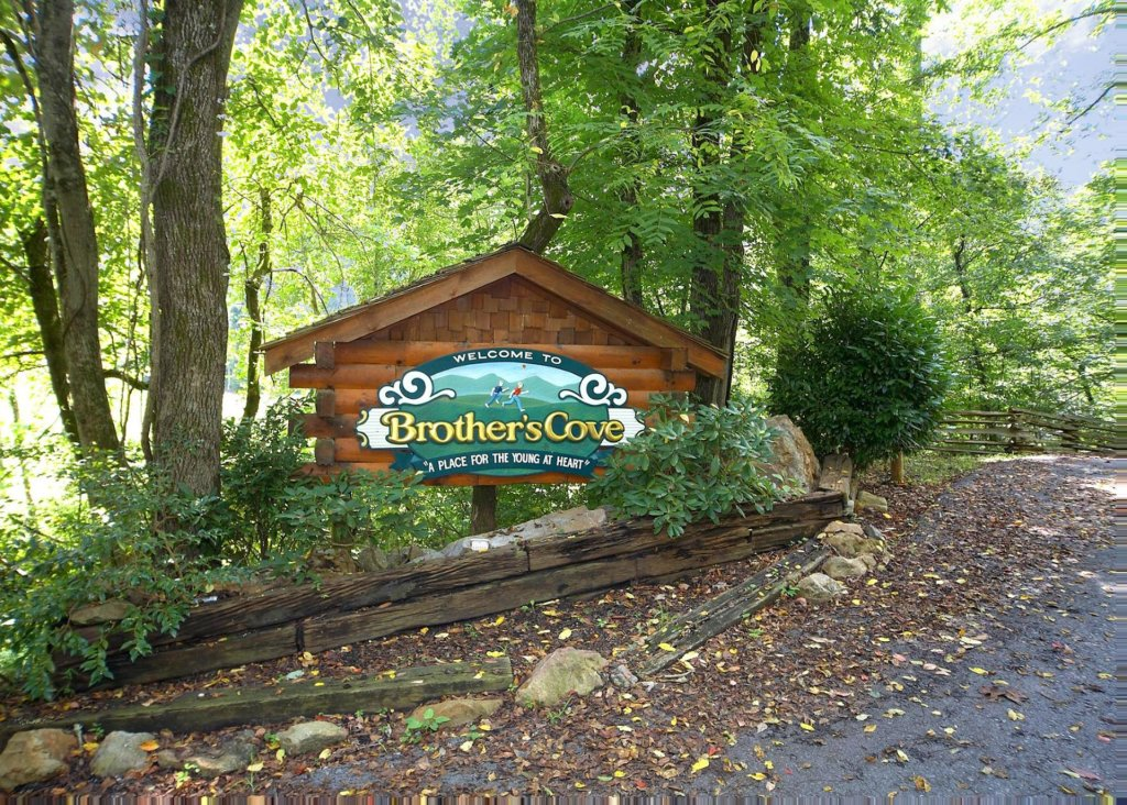 Photo of a Sevierville Cabin named Brown Bear Lodge #49 - This is the twenty-second photo in the set.