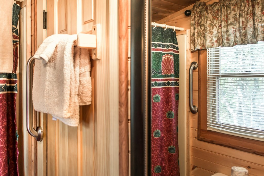 Photo of a Sevierville Cabin named Suits Us - This is the twelfth photo in the set.