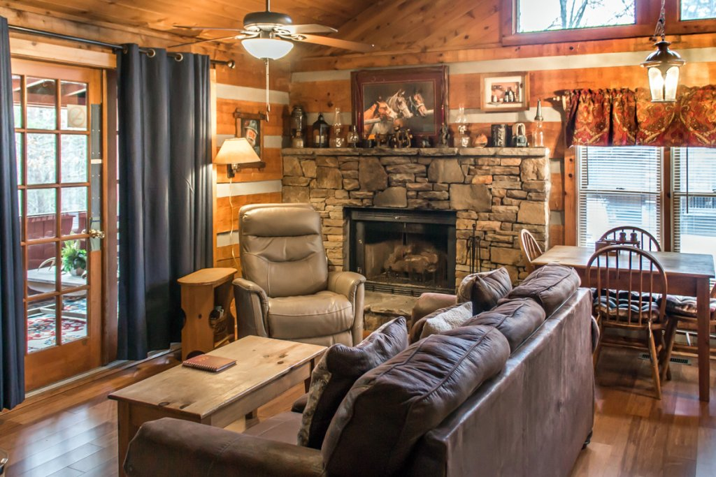 Photo of a Sevierville Cabin named Suits Us - This is the first photo in the set.