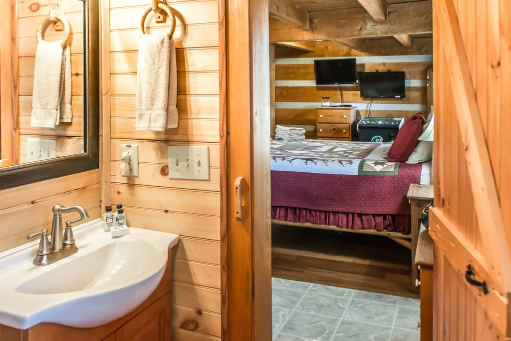 Photo of a Sevierville Cabin named Suits Us - This is the eleventh photo in the set.