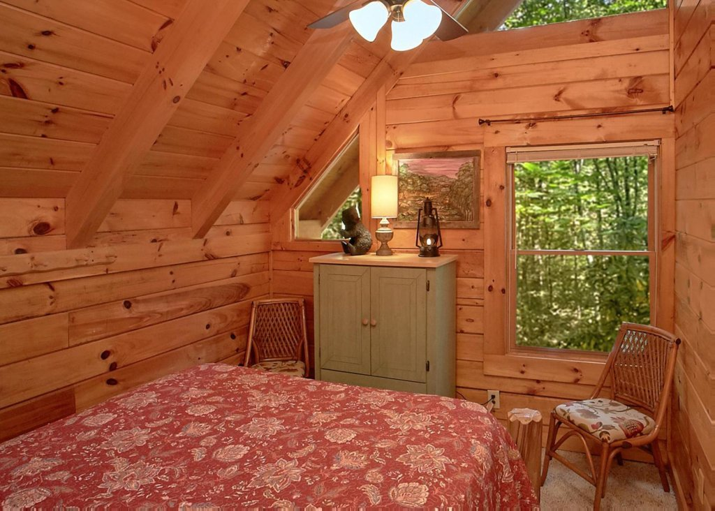 Photo of a Sevierville Cabin named Creekside Oasis #3 - This is the thirteenth photo in the set.