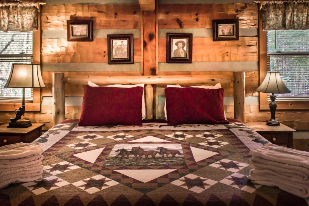 Photo of a Sevierville Cabin named Suits Us - This is the twenty-first photo in the set.