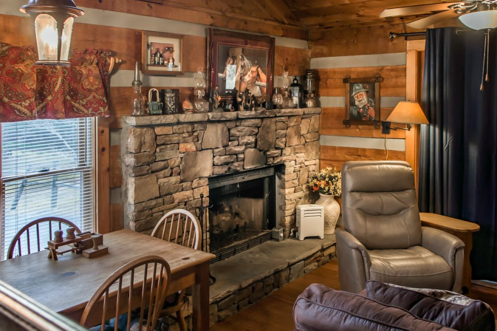 Photo of a Sevierville Cabin named Suits Us - This is the nineteenth photo in the set.