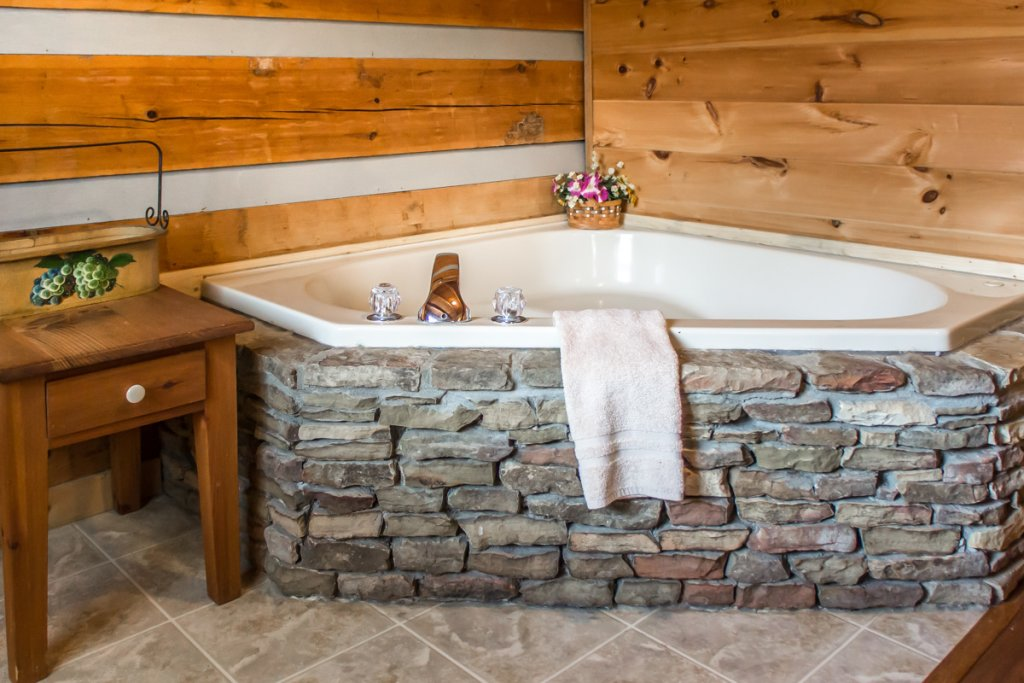 Photo of a Sevierville Cabin named Suits Us - This is the ninth photo in the set.