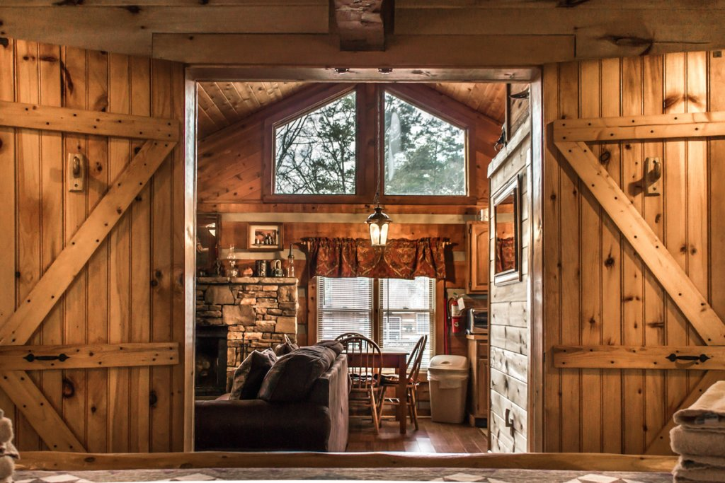 Photo of a Sevierville Cabin named Suits Us - This is the twenty-fifth photo in the set.