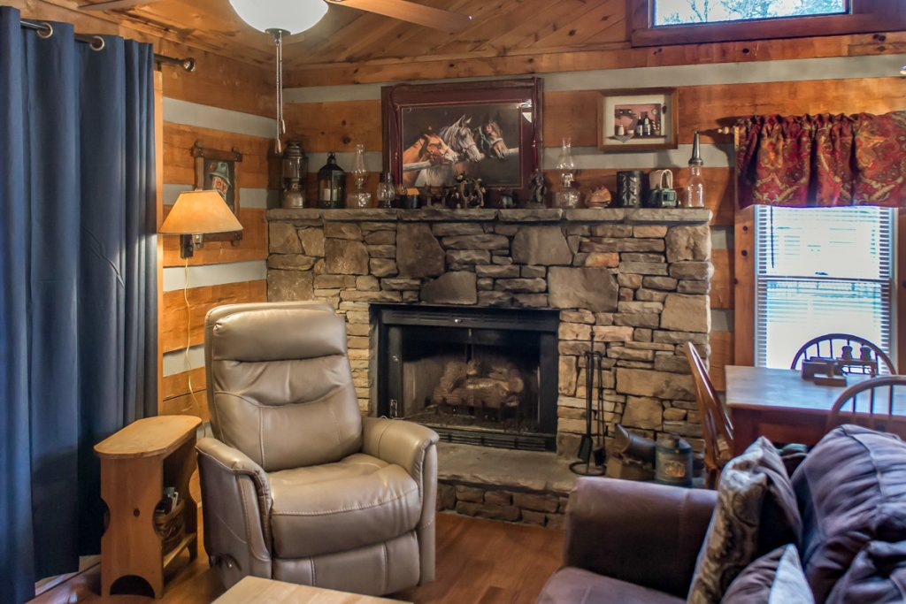 Photo of a Sevierville Cabin named Suits Us - This is the eighteenth photo in the set.