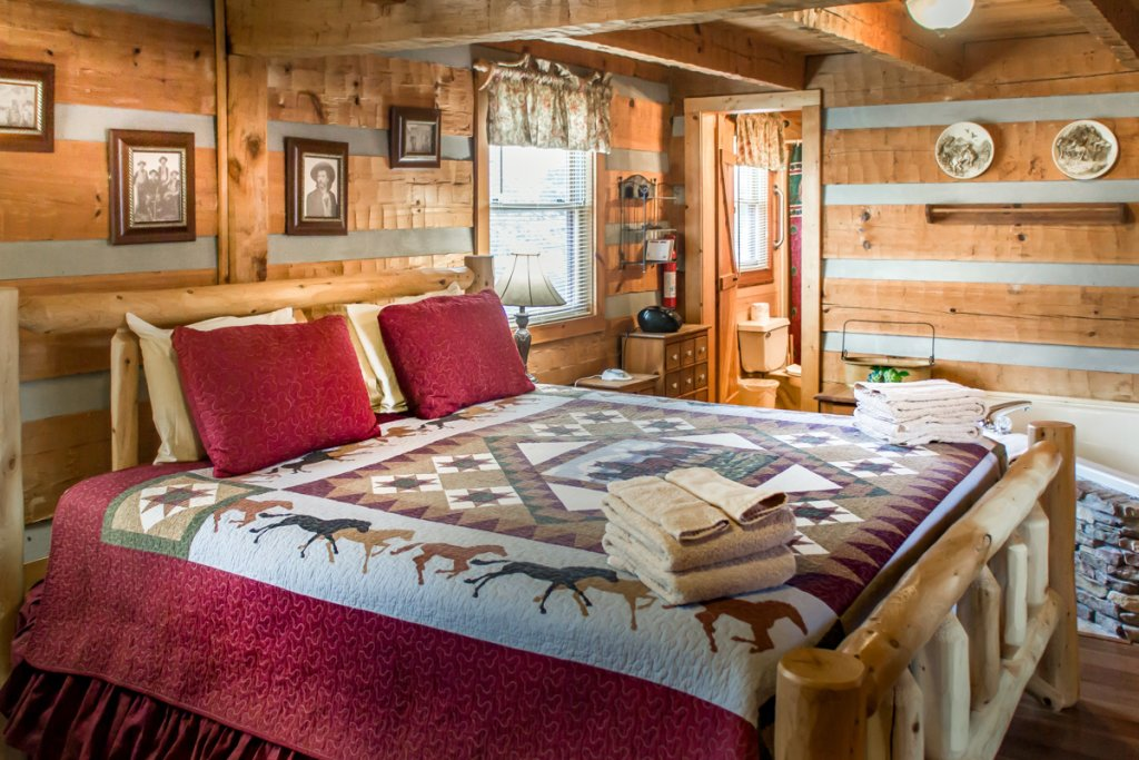 Photo of a Sevierville Cabin named Suits Us - This is the eighth photo in the set.