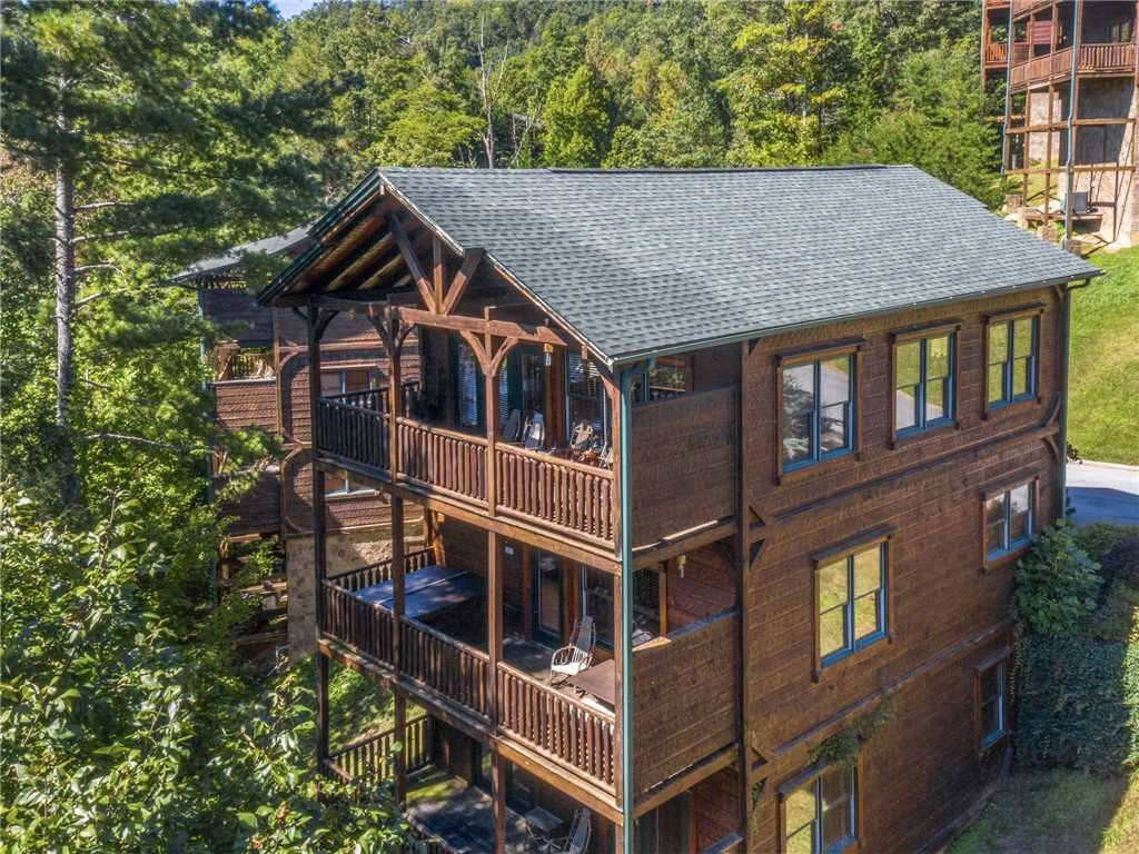 Photo of a Gatlinburg Cabin named Gatlinburg Majesty - This is the second photo in the set.