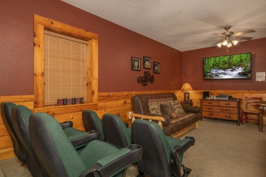 Photo of a Pigeon Forge Cabin named Cold Creek Camp - This is the nineteenth photo in the set.