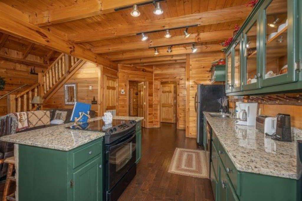 Photo of a Pigeon Forge Cabin named Cold Creek Camp - This is the sixth photo in the set.