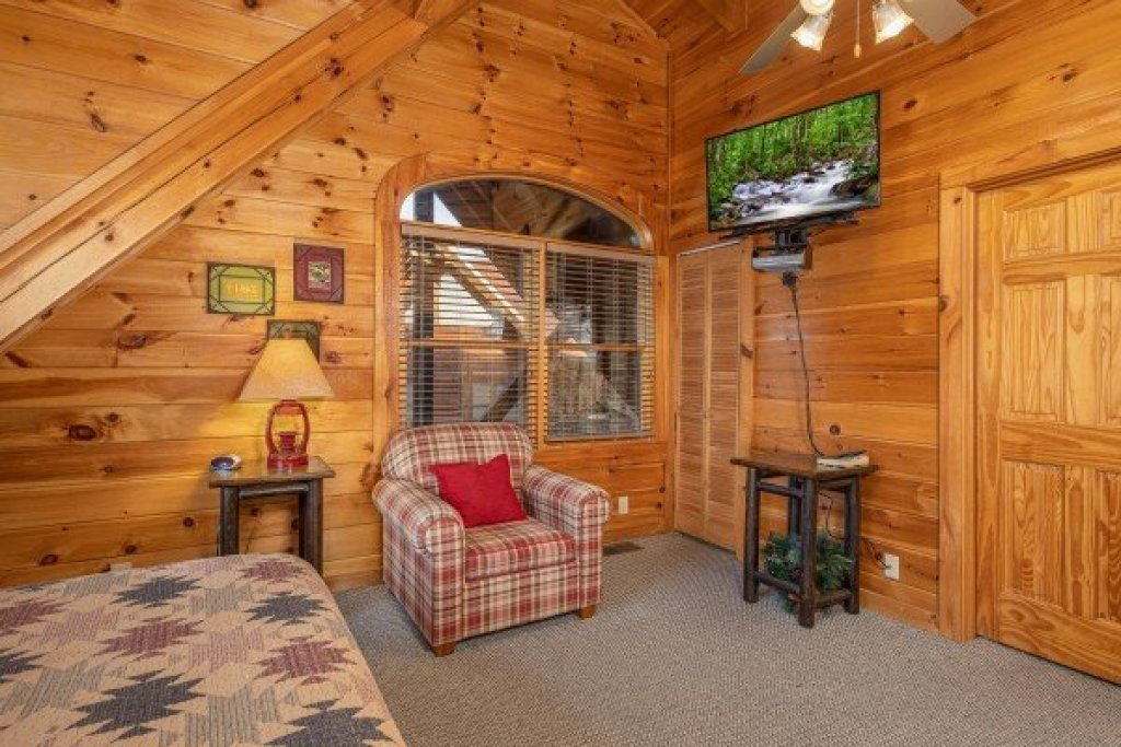 Photo of a Pigeon Forge Cabin named Cold Creek Camp - This is the fifteenth photo in the set.