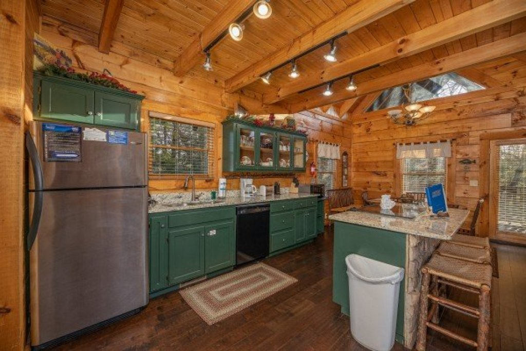 Photo of a Pigeon Forge Cabin named Cold Creek Camp - This is the fifth photo in the set.