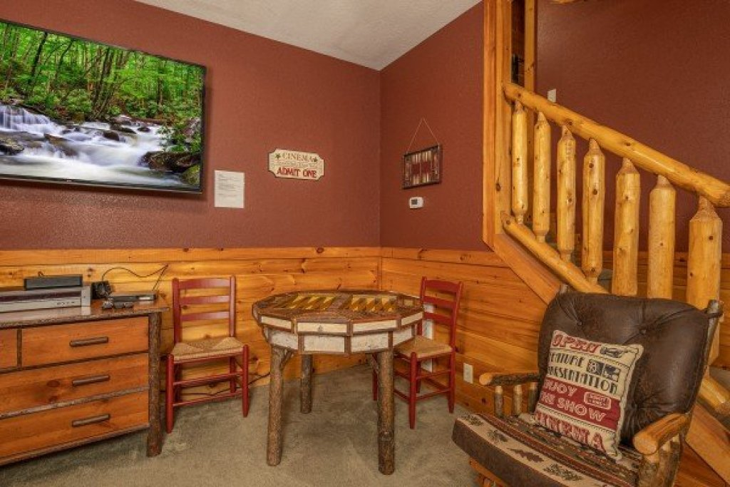 Photo of a Pigeon Forge Cabin named Cold Creek Camp - This is the twenty-second photo in the set.